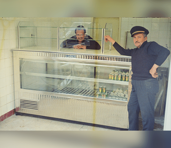 Refrigerated display case with neutral top elements for pastry items. Installation in the mid 70's